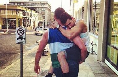 Como deixar de ser carente | O guia do homem gay autoconfiante